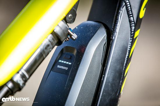 Die Shimano-Batterie lässt sich leicht austauschen hat 500 Wh Kapazität.