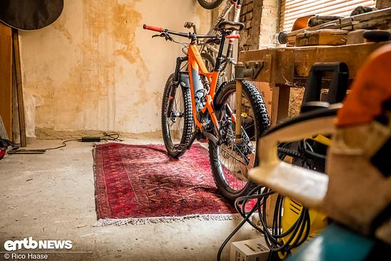 Auch im Keller oder Schuppen sorgt der stylische eTepp für Wohlbehagen und versprüht wohnlichen Flair
