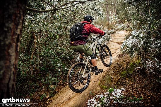 Mit dem BMC Trailfox AMP ONE pedalieren wir stoisch den Hang hinauf