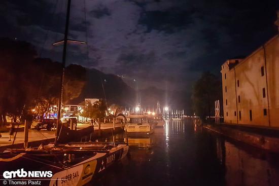 Nachtstimmung am Hafen