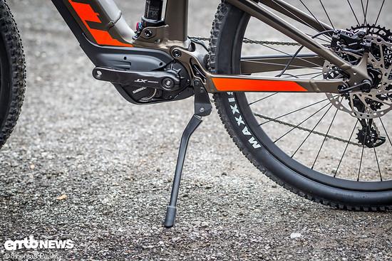 ... mittig platziert wird und für einen sicheren Stand des E-Bikes sorgt