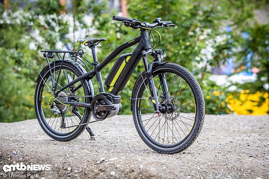In der eMC Ausstattung ist das Rad schon für die Fahrt in die Schule mit Beleuchtung, Schutzblechen und Gepäckträger ausgestattet.