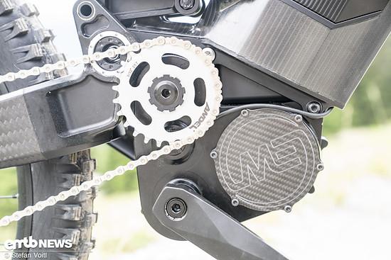 Der kompakte Motor – auch eine Entwicklung von Mubea – beherbergt ein 8-Gang Getriebe und leistet bis zu 4 KW