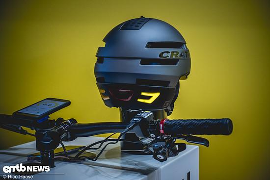 ... lassen sich die im Helm integrierten Blinker steuern