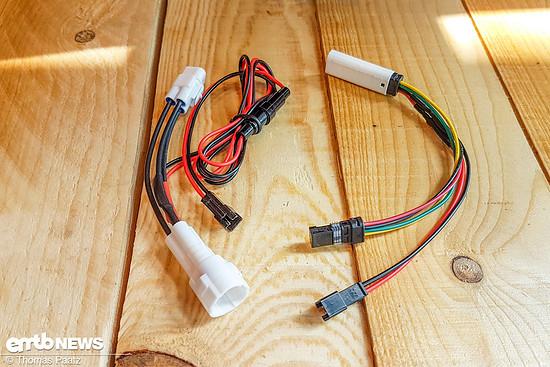 Die Y-Kabel für Yamaha und Bosch-Antriebe zur Stomversorgung des GPS-Trackers