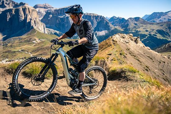 Vor atemberaubender Kulisse testet Jérôme die Uphill- und ...