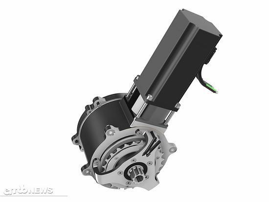 Der oberhalb liegende Motor überträgt seine Kraft durch das Planetengetriebe an die Kurbelwelle