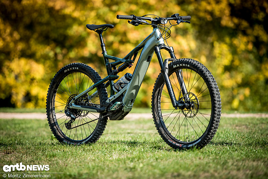 Wer ein verspieltes, optisch ansprechendes E-Trailbike sucht, dem empfehlen wir das Cannondale Moterra NEO 1