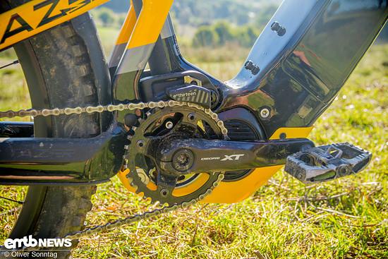 Gut versteckt und integriert schiebt der Shimano E8000 Motor das Tazer nach vorne.