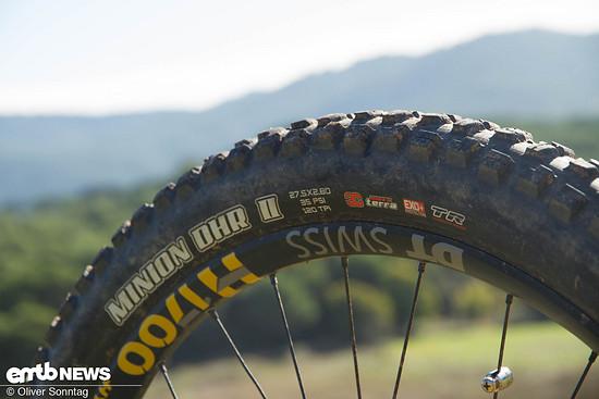 """Auch bei den Reifen wurde nur das feinste verbaut. Vorne 29x2,6"""" und hinten 27,5x2,8"""" breite Reifen von Maxxis sorgten stets für den nötigen Grip."""