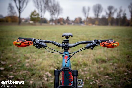 Moto-Style – mit montierten AVS Racing Handguards wirkt das Bike irgendwie ungewohnt Moto-Crossig