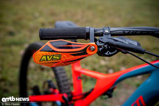 Die farbenfrohen Handschützer von AVS Racing ...