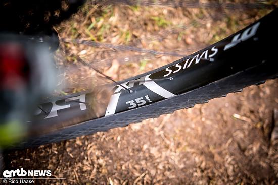 Die DT Swiss Felgen der Hybrid-Laufräder sind 35 mm breit