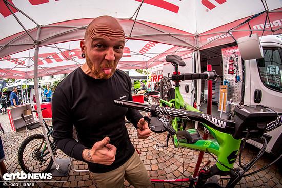 Gemeinsam mit Carsten von SRAM bauten wir zwei Testräder auf NX Eagle-Schaltung um