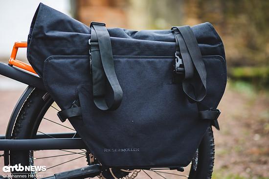 Diese schicke Cargo-Bag kann man für 159,90 € dazu erwerben, um seine Einkäufe zu transportieren.