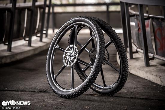 Die stabile Monocoque-Konstruktion der Bike Ahead BiturboE-Laurfräder polarisiert, funktioniert auf dem Trail aber ausgezeichnet.