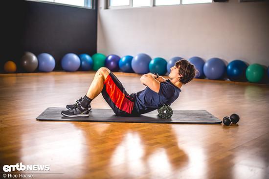 Mit diesen Übungen kann man der nach vorne gebeugten Haltung beim Biken entgegenwirken.
