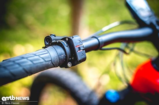 Die Remote-Einheit ist wertig gestaltet und gibt mit Vibration direktes Feedback darüber, ob man eine Unterstützungsstufe gewechselt hat oder nicht.