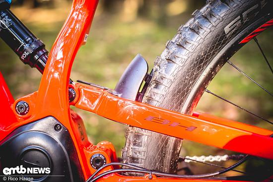 Auch bei diesem Modell verbaut BH Bikes den kleinen Fender am Hinterrad, der den Dämpfer und die Anlenkung vor Dreckbeschuss schützt.