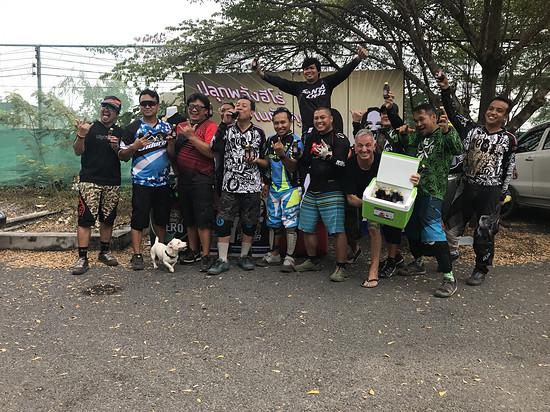 Coole Truppe zusammen im Club 11 in Bangkok