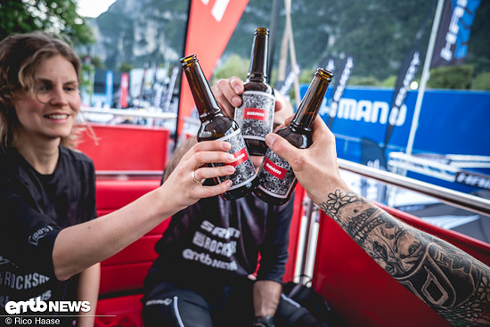Ganz klar, am Abend nach der Tour gibt es ein kühles Bier