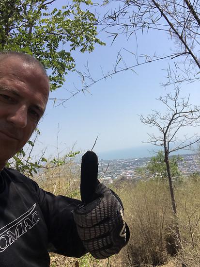 Dieses mal ist Asia E-Bike für euch unterwegs mit Velo Downhill HuaHin und Looseriders Thailand zum Bau der neuen DH Strecke. In HuaHin Thailand Natürlich. 8 Strecken gibt es zur Zeit mit Shutle.  2 DH 2 FR 4 Enduro Die Aussicht ist nicht zu top