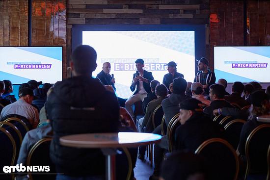 Am Vorabend der Veranstaltung trafen sich Veranstalter und Fahrer zur Auftaktveranstaltung des ersten Rennens der WES.