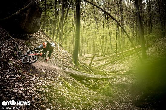 Trails, egal ob hoch oder runter, machen mit dem Flyon extrem viel Spaß