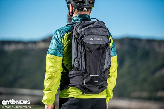 Vaude eBracket 28 – der geräumige Rucksack verfügt neben diverser Taschen und smarter Details auch über ein Extrafach für den sicheren Akkutransport