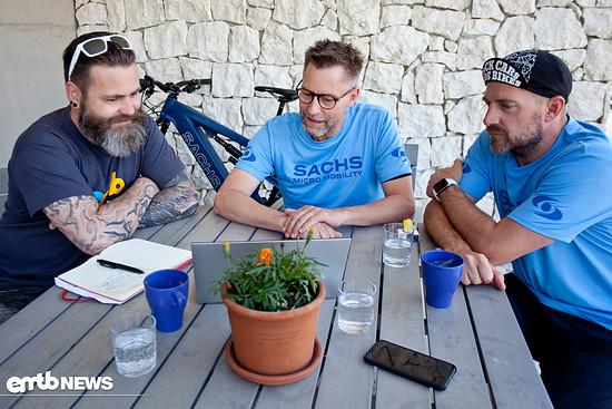 Hier sind wir mit Jörg Schmidt und Patrick Rösch im Gespräch