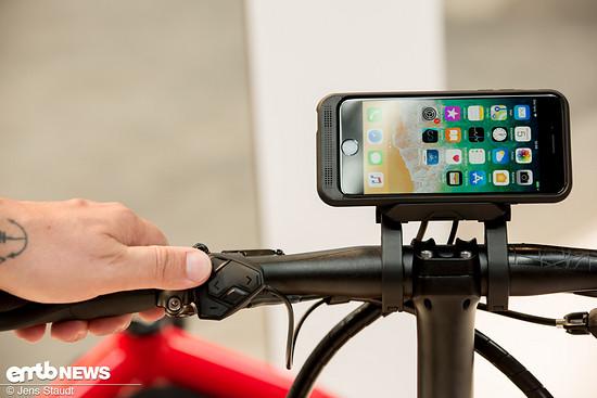 Mit platziertem Handy kann man ein sehr großes Display nutzen