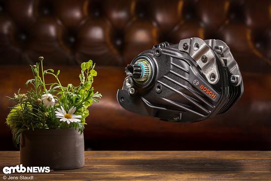Die jüngste Evolutions-Stufe des Bosch Performance CX ist vollkommen neu konstruiert und kommt mit massiven Kühlrippen daher