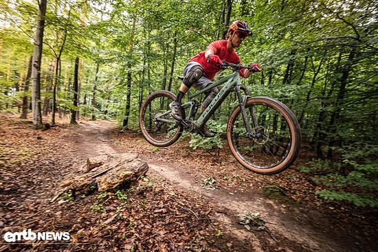In der Luft bleibt das E-Bike stabil und leicht zu handeln.
