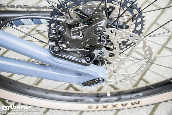 Ebenso von Shimano: Die 4 Kolben Bremsanlage mit 200 mm Bremsscheiben.
