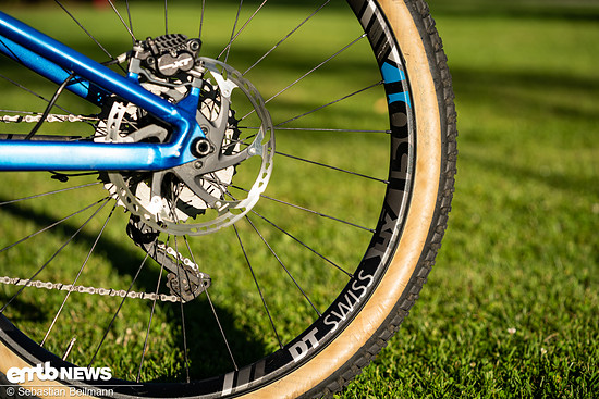 Als Laufräder kommen die stabilen DT Swiss H1501 Spline One zum Einsatz