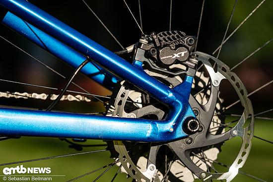 Mächtig Verzögerung und ergonomische Hebel bietet die Shimano Deore XT M8000-Bremsanlage