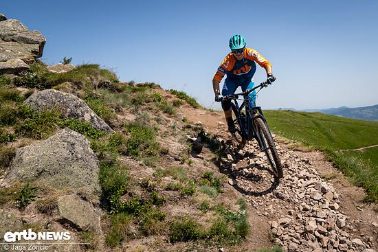 Auch alpineres Gelände und Hinterrad versetzen gelingen mit dem E-Bike aus Stuttgart ...