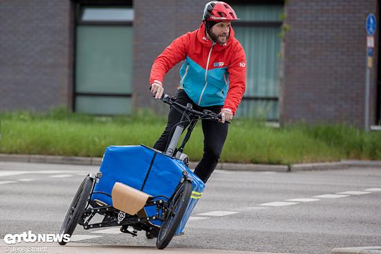 Neigetechnik für reguläres Zweiradgefühl auf drei Rädern