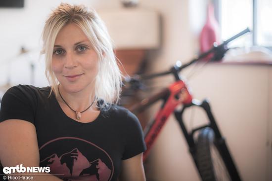Julia Hofmann – schnelle Enduro-Pilotin, Landy-Lady, Bike-Pro und Weltenbummlering