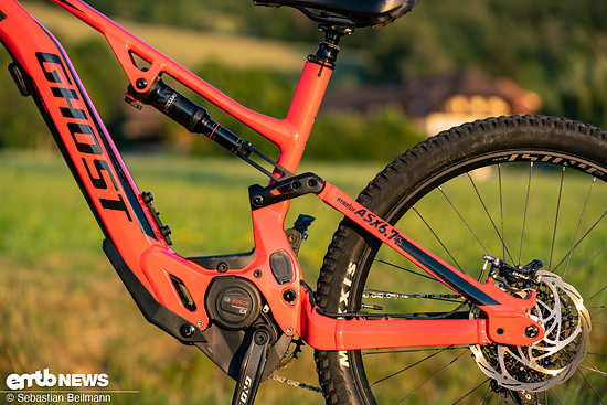 Die Geometrie fällt für ein All-Mountain E-Bike sehr modern aus