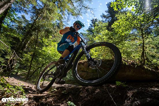 ... die selbst in steilen Anstiegen genug Druck auf dem Vorderrad garantiert, ohne auf dem Rad herumturnen zu müssen