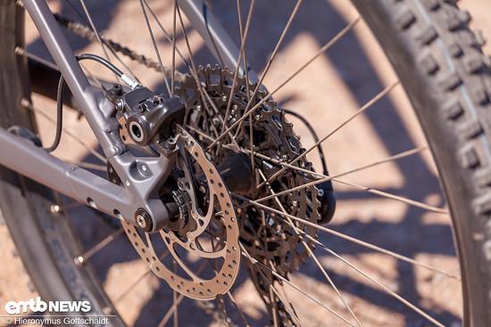 Die Magura MT Trail Custom am Heck ist eine einfache 2-Kolben-Bremse.