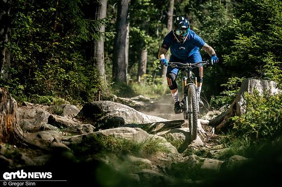 YT-E-Bike-Action-8668