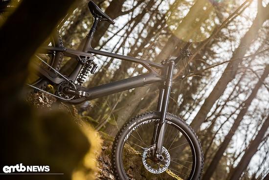 """Die Geometrie des Exess Ecross ist modern gestaltet und ermöglicht es, mehr """"im"""" als """"auf"""" dem E-Bike zu sitzen"""