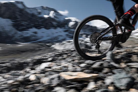 Im ersten Test zeigen sich die neuen DT Swiss Hybrid-Laufräder unauffällig und absolut stressfrei.
