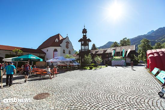 Der Schlossplatz von Aschau am Samstag