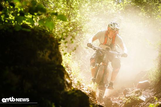 Enduro-artige Performance auf rauhen Trails ist das Markenzeichen dieses Bikes