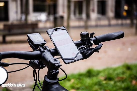 ... macht das Anbringen eines Smartphones am Lenker kinderleicht
